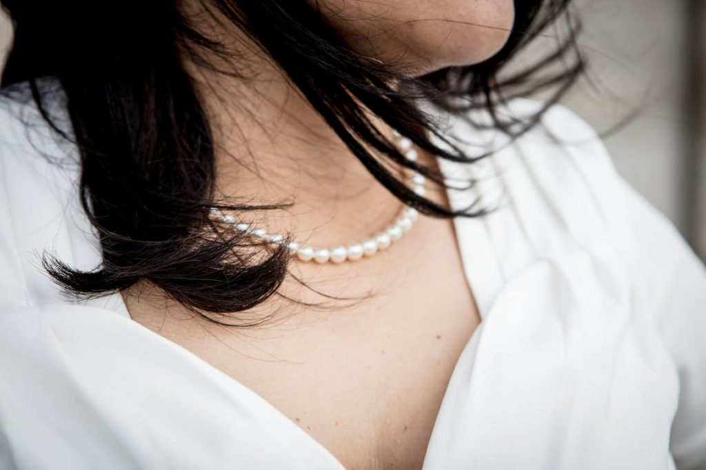 What Clothes Should You Wear with Pearls